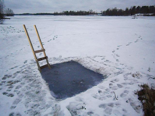 Coordinates 63.018338,23.843932Lake PuumalanlahtiAlajärvi, Finland 2013Construction of swimming in the lake.